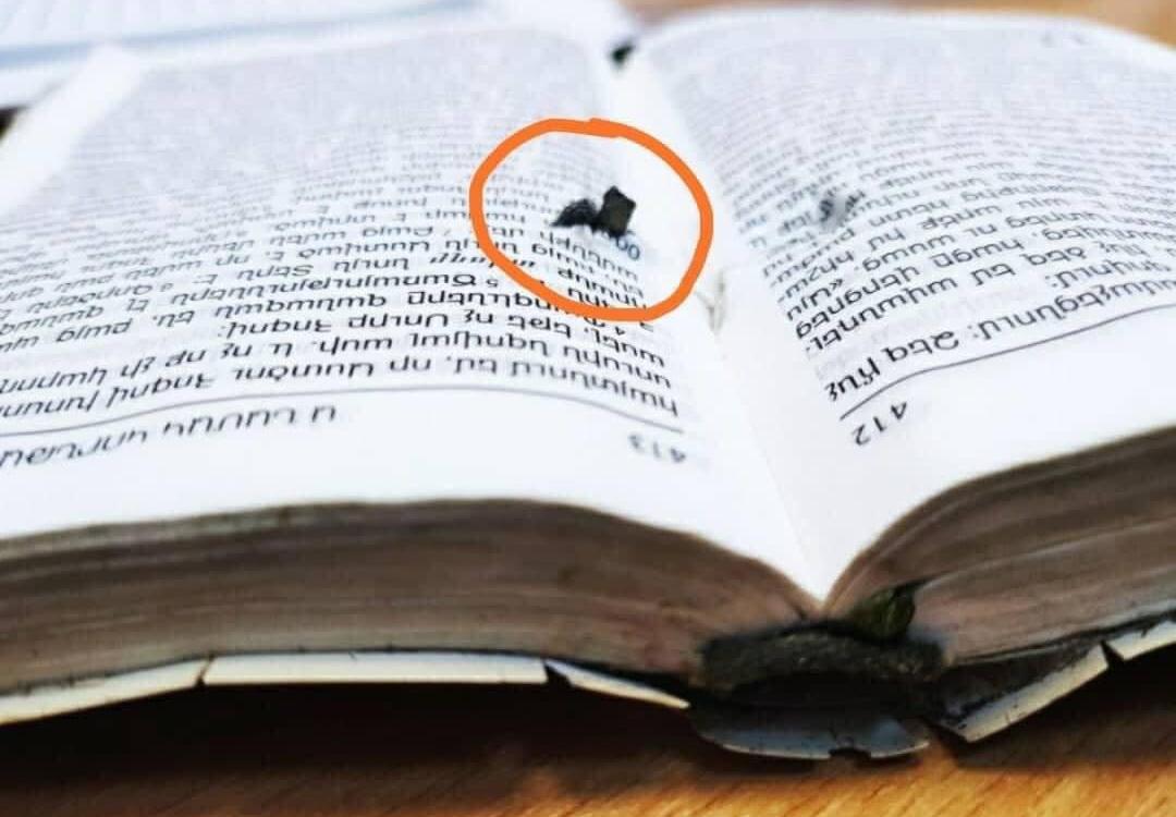 Спасен от Библията на бойното поле